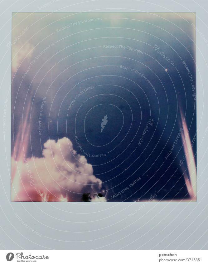 600- Explosion. Wolken und Lichterscheinungen auf einem Polaroid explosion wolken himmel licht lichterscheinung blau Sommer Rosa leuchten