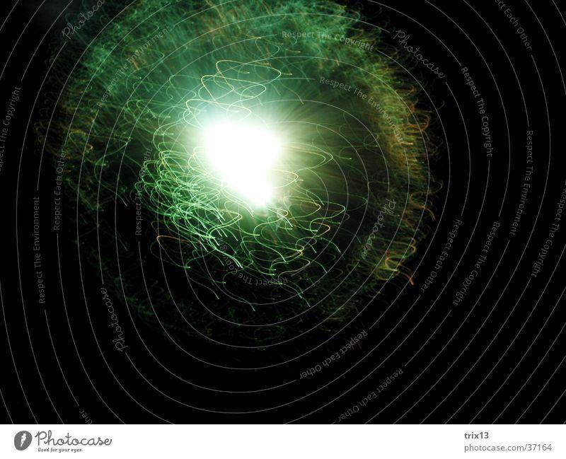 leuchtskulptur2 Licht dunkel schwarz weiß Geschwindigkeit Fototechnik Unschärfe Nähgarn Lampe Bewegung