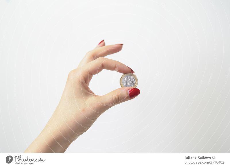 1 Euro Münze Geld Geldmünzen Kapitalwirtschaft Dinge Reichtum sparen Bargeld Geldinstitut Einkommen Wirtschaft bezahlen Business kaufen Investition Erfolg