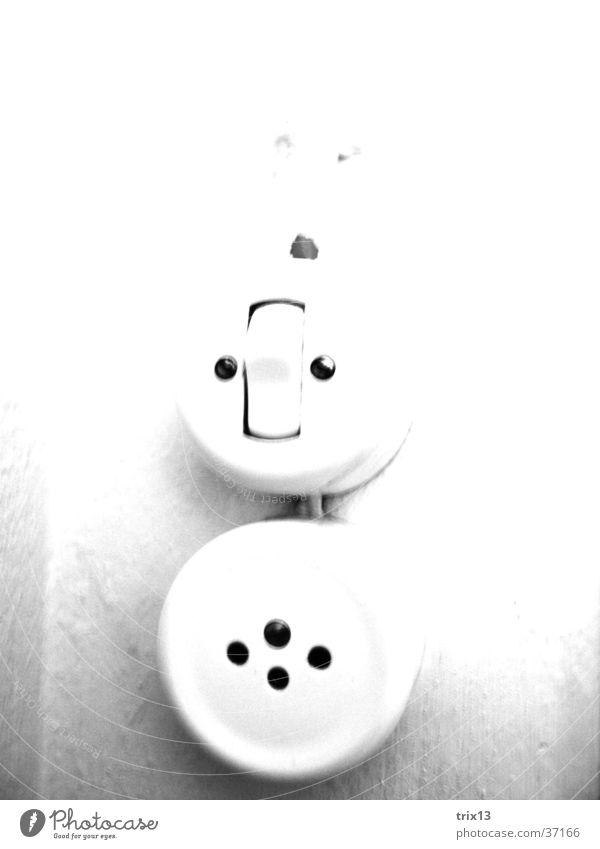 Steckdose/Lichtschalter weiß schwarz rund Häusliches Leben Loch Dose Schraube Schalter