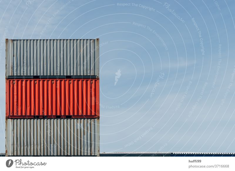 gestapelte Container im Hafen - grau rot grau Containerterminal roter Container Industrie Güterverkehr & Logistik Schifffahrt Handel Containerschiff logistik