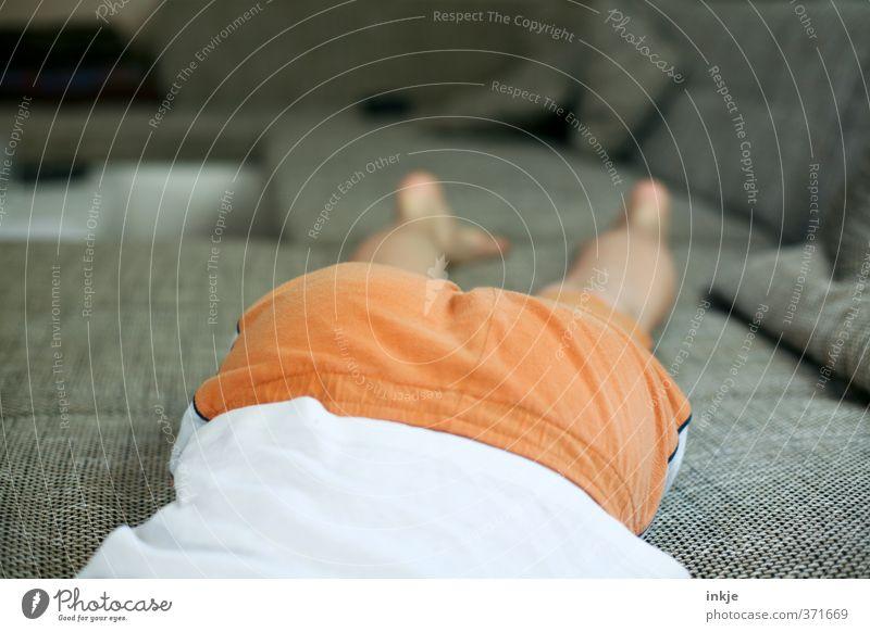 Sommerferienbeginn Mensch Jugendliche Ferien & Urlaub & Reisen Erholung ruhig Leben Gefühle Junge Beine Stimmung liegen orange Körper Freizeit & Hobby Kindheit