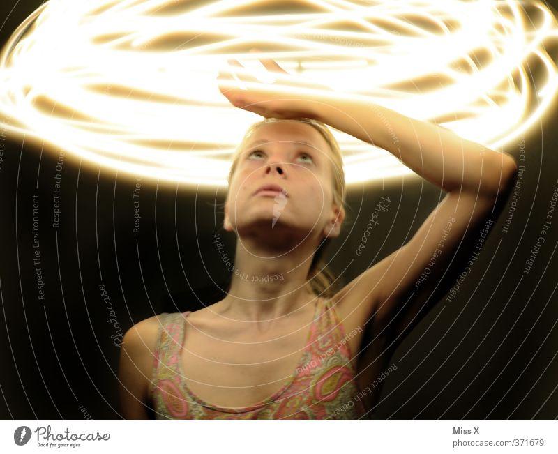 Migräne? Mensch Frau Jugendliche dunkel 18-30 Jahre Erwachsene Gefühle feminin Religion & Glaube Gesundheit Stimmung leuchten Hoffnung Krankheit Medikament