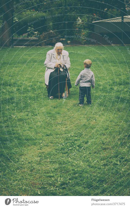 Generationen Großmutter Großeltern Enkel Urenkelkind Urgroßmutter Alter Kindheit Senior