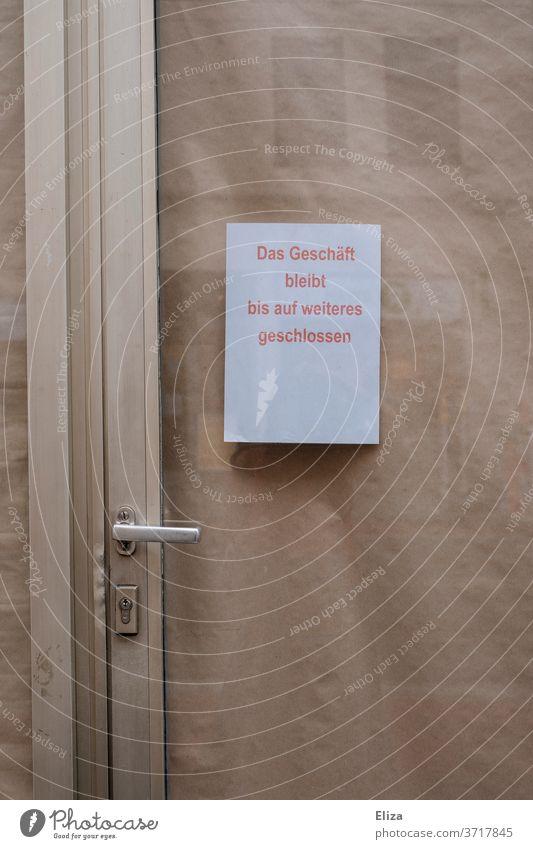 Geschlossenes Geschäft mit Zettel an der Tür Insolvenz Pleite geschäftsaufgabe Krise Wirtschaft Ladengeschäft bankrott Business Einzelhandel Fenster corona