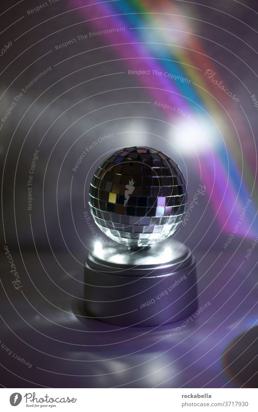 Discokugel vor Regenbogenlicht Licht Reflexion & Spiegelung Feste & Feiern Party Reflexion u. Spiegelung