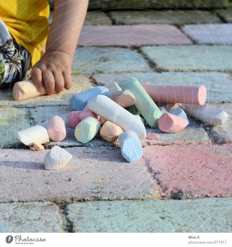 Straßenmaler Mensch Kind Farbe Freude Gefühle Spielen Stimmung Kunst Freizeit & Hobby Kindheit Baby malen Kreativität Lebensfreude Bürgersteig Kleinkind
