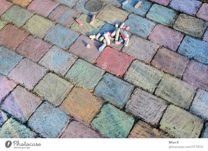Fleißarbeit Kind Farbe Spielen Kunst Freizeit & Hobby malen Kopfsteinpflaster kariert Kreide fleißig Rechteck Kinderspiel Farbenspiel Steinplatten