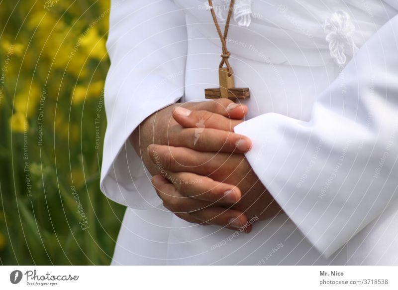 Hand in Hand Religion & Glaube Kreuz Meditation Kirche Frieden Gebet Christentum Spiritualität Jesus Christus Gott Gottesdienst Hoffnung weiß beten betend