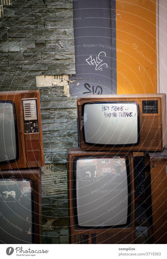 find the mistake - Television Vintage Fernseher TV sperrmüll Müll Abfall kaputt 70er Jahre 80er jahre wegschmeisen alt Fernseher, Fernsehen Screen Technologie