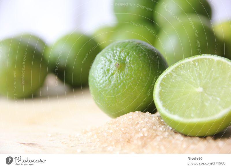 caipi time Longdrink Cocktail sauer Limone Rohrzucker Zitrusfrüchte grün Caipirinha Farbfoto Innenaufnahme Menschenleer Tag