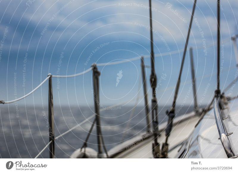 Backbord Segeln Segelschiff Schifffahrt Reeling Segelboot Außenaufnahme Farbfoto Bootsfahrt Meer Jacht Wasser Sommer Ferien & Urlaub & Reisen Menschenleer