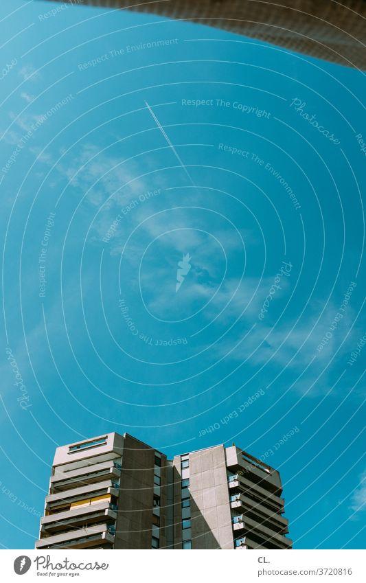 hochhaus Hochhaus Hochhausfassade Himmel Froschperspektive Blauer Himmel groß Fassade Wolkenloser Himmel Gebäude Architektur Stadt Menschenleer Außenaufnahme