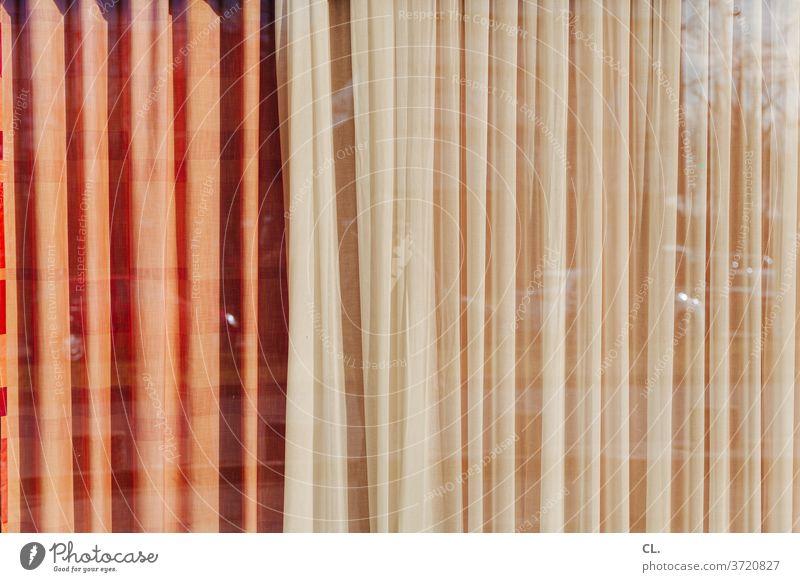 vorhang zu Vorhang Sichtschutz Gardine Privatsphäre Dekoration & Verzierung Strukturen & Formen Reflexion & Spiegelung Fenster Fensterscheibe abstrakt Stoff