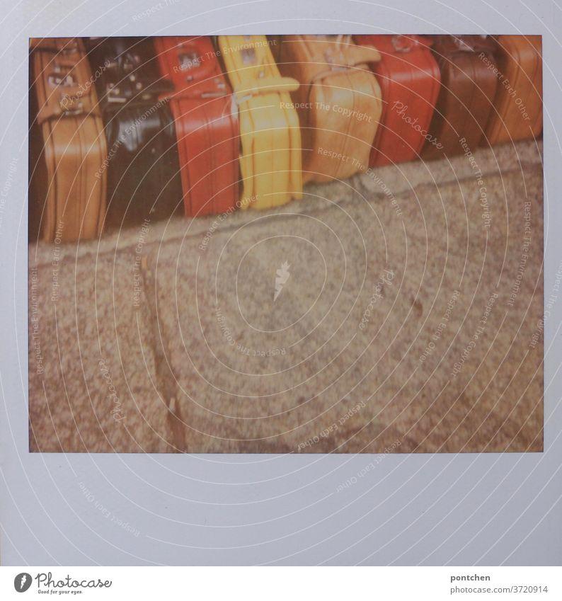 Vorfreude  die Koffer sind gepackt bunt reise urlaub verreisen Ferien & Urlaub & Reisen Tourismus Gepäck Abenteuer Polaroid schwarzrotgold Deutschland flagge