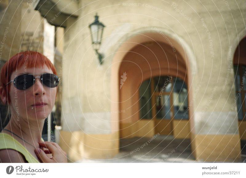 Freundschaft Frau Stadt Ferien & Urlaub & Reisen feminin Sonnenbrille rothaarig Prag