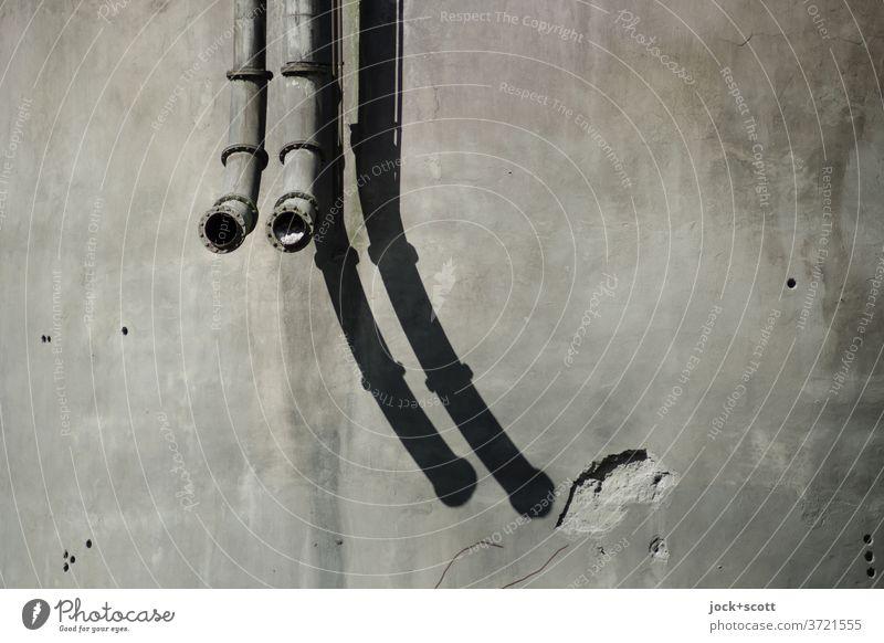 wenn Rohre sich biegen und einfach enden Rohrleitung Eisenrohr Symmetrie Zahn der Zeit verwittert Strukturen & Formen Schattenspiel Verfall lost places Symetrie