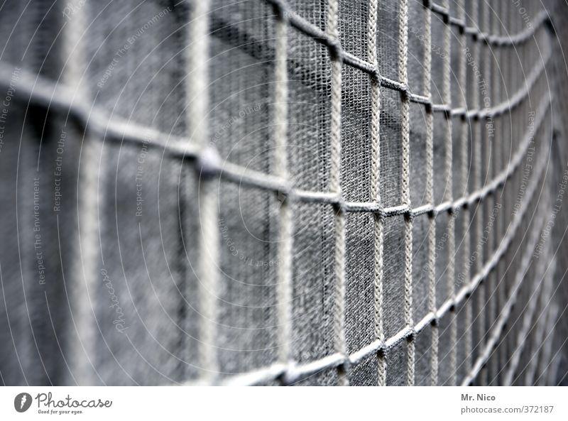netzwerk   ut köln   ehrenfeld II Fassade grau Netz Sicherheit Abdeckung Werkzeug netzartig Baustelle Netzsicherheit Renovieren Schutz verknüpft staubnetz