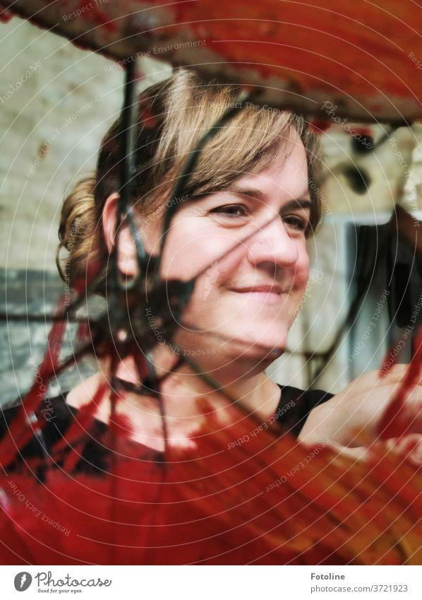 1800 Fotoideen im Kopf - gespaltene Persönlichkeit oder einfach nur ein Spiegelselfie? Licht Reflexion & Spiegelung rot Farbfoto mehrfarbig Glas Innenaufnahme