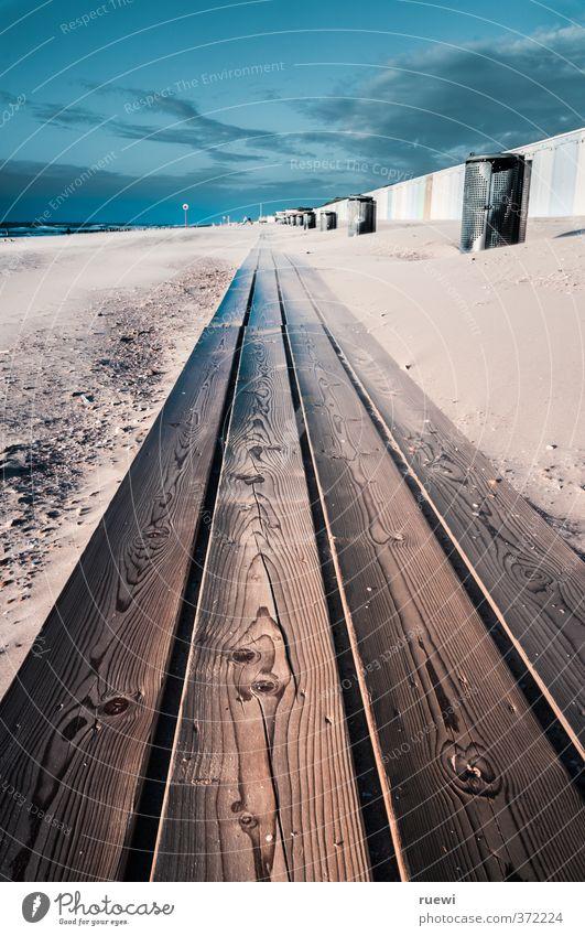 Schön, auf dem Holzweg zu sein. Himmel Ferien & Urlaub & Reisen blau Sommer Meer Wolken Strand Ferne Wege & Pfade Küste Freiheit Sand gehen braun
