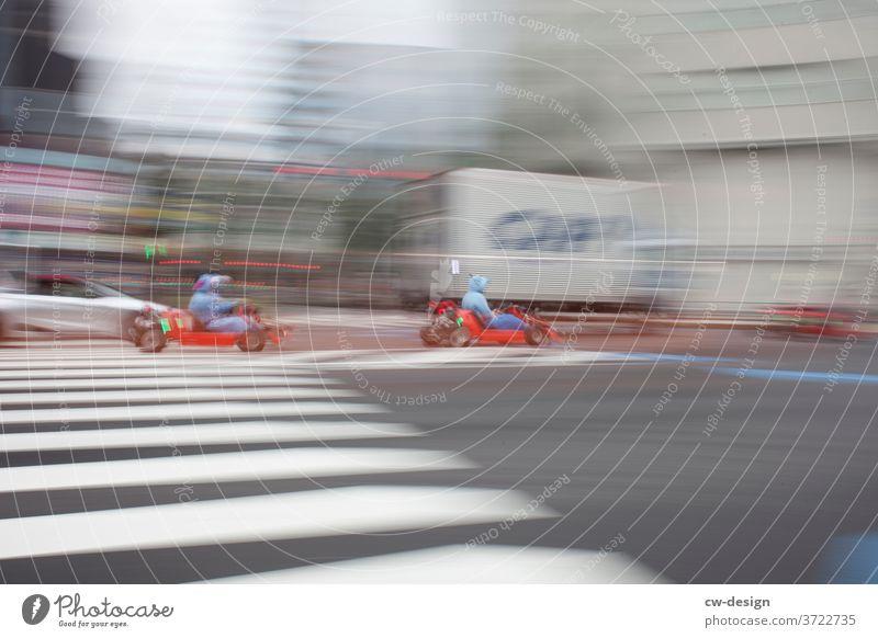 Dynamisch in Japan unterwegs dynamisch Straßenverkehr Außenaufnahme Bewegung Verkehrswege Verkehrsmittel fahren Farbfoto Autofahren Fahrzeug Geschwindigkeit