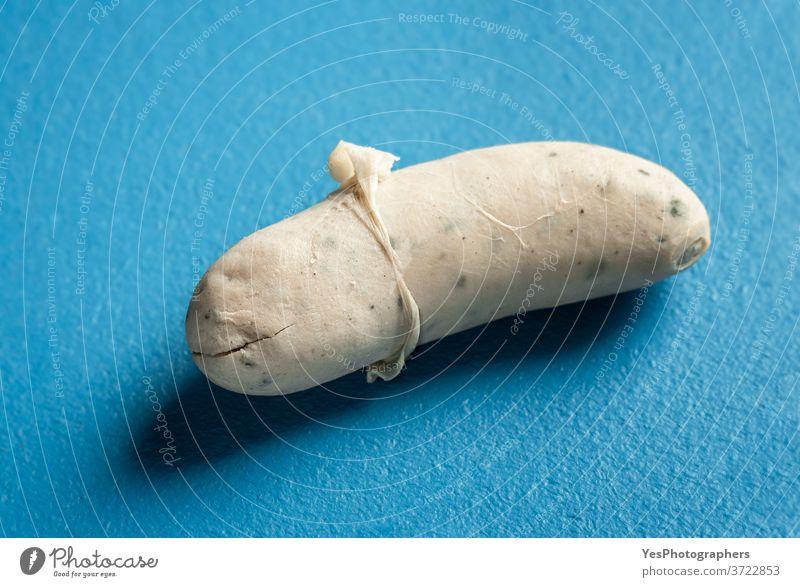 Weißwurst mit geschälter Haut. Traditionelle deutsche Bratwurst. Bayerische Küche Bayern Deutschland Oktoberfest Hintergrund bayerisch blau gekocht Frühstück