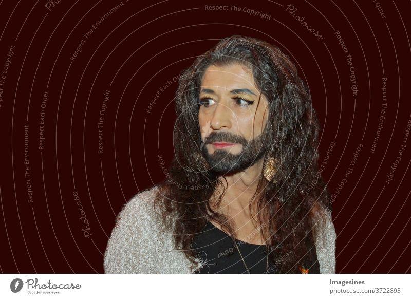 Porträt einer männlichen Person mit Make-up. Konzept der Geschlechtsidentität. Männliche und weibliche Gesichtsmerkmale Menschen jung Mann Schönheit schön