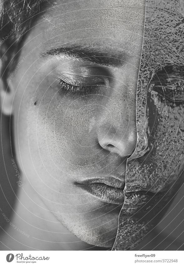 Bildnis eines Mannes mit einer Maske aus Zinnfolie Porträt Mundschutz Hälfte Hälften Konzept Idee surreal kreativ Widerspruch schließen dunkles Haar Ohrringe