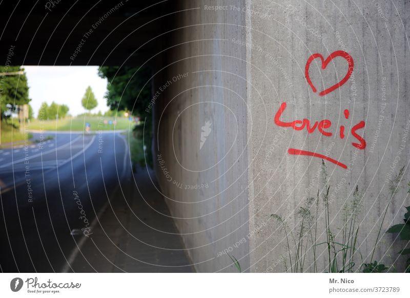 Liebe ist ... Graffiti Liebeserklärung Schrift Symbol Herz Gefühl Schriftzug Romantik Zeichen Verliebtheit Schriftzeichen Liebesbekundung Liebesgruß gesprayt