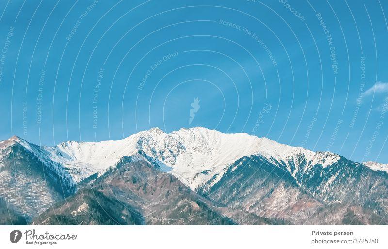 Winterliche Berglandschaft Schneebedeckte Berggipfel vor wolkenlos blauem Himmel Berge u. Gebirge Bergkette Europäische Alpen Gipfel Eis Landschaft Felsen
