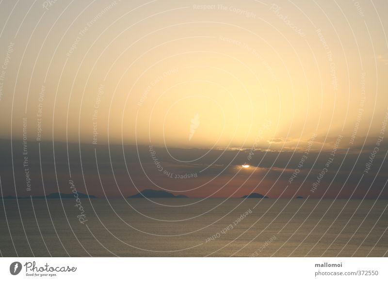 Liparische Inseln Umwelt Urelemente Wasser Himmel Wolken Nachthimmel Sonne Sonnenaufgang Sonnenuntergang Sonnenlicht Klima Meer blau braun gelb einzigartig