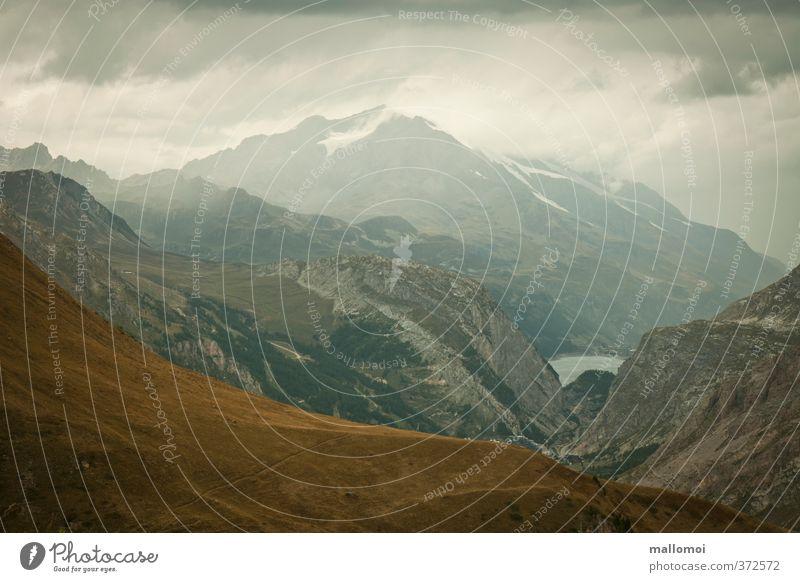 Alpenpanorama Umwelt Natur Landschaft Urelemente Himmel Wolken Gewitterwolken schlechtes Wetter Unwetter Regen Felsen Berge u. Gebirge Gipfel bedrohlich blau