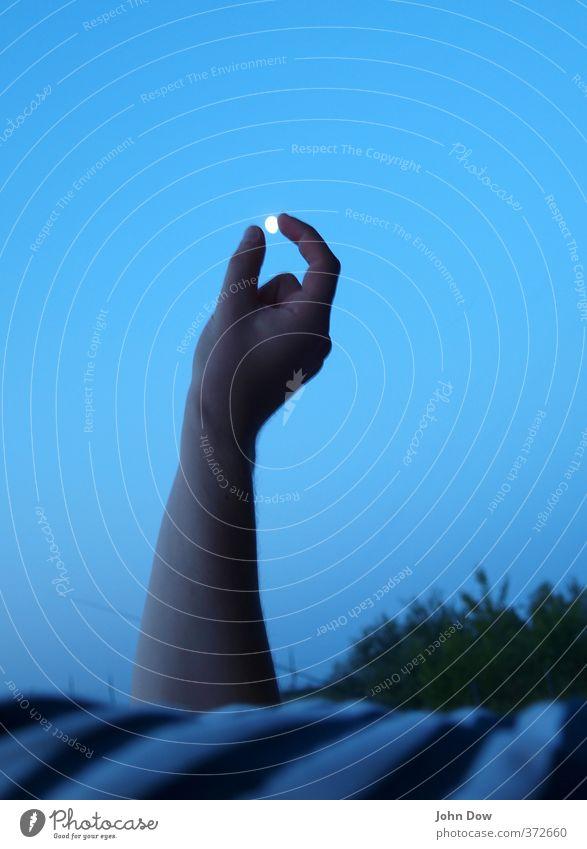 mondsüchtig Ferien & Urlaub & Reisen Ferne Sommer Arme Hand Finger Volksglaube Vergänglichkeit Astrologie Mond Mondaufgang rund greifen winzig Spielen Erholung