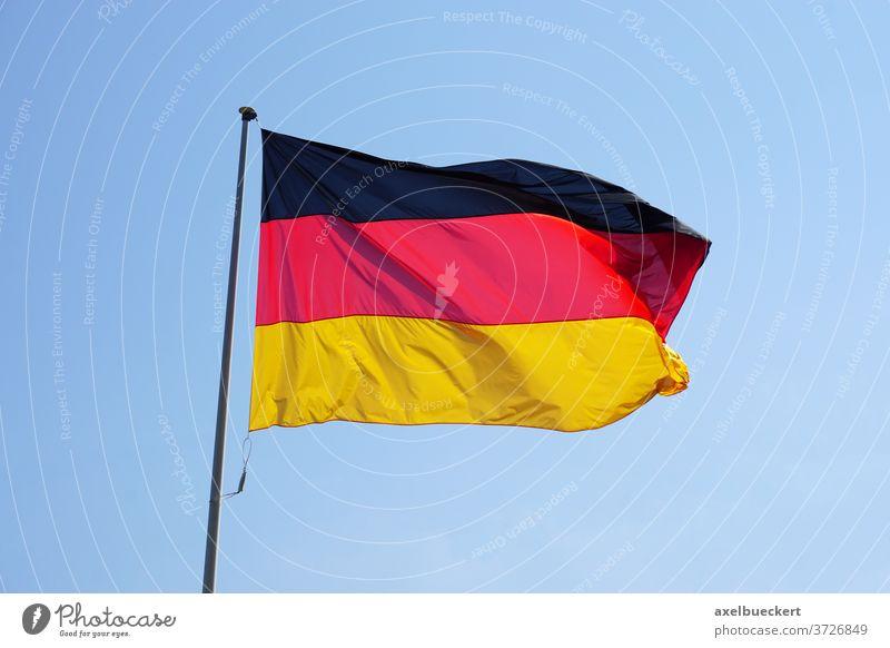 Flagge der Bundesrepublik Deutschland oder Deutschlandfahne Deutschlandflagge bundesflagge Fahne schwarz-rot-gold Deutsche Flagge Land Symbol Nation Himmel Wind