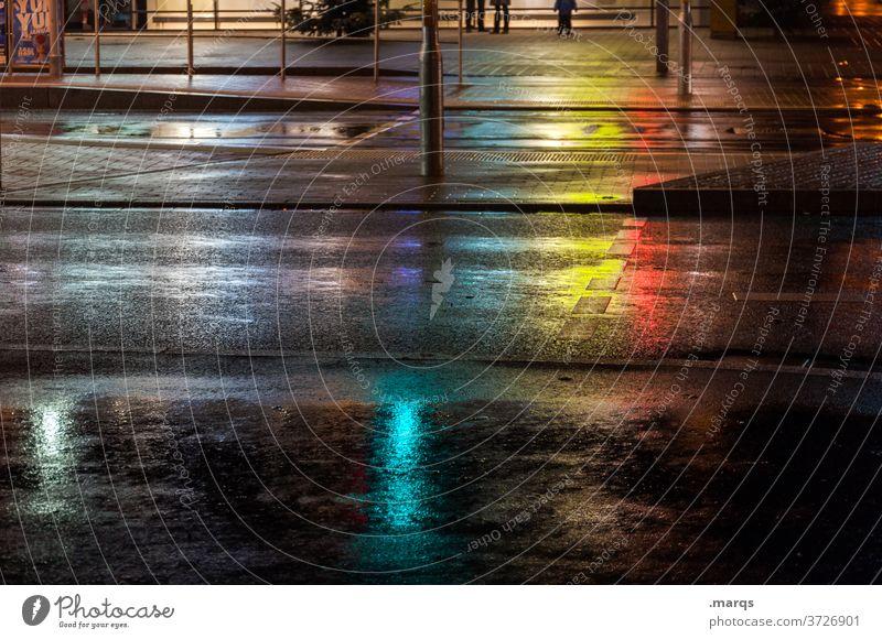 Stille Nacht Straße Innenstadt Asphalt Überweg lichter nass Reflexion & Spiegelung Farbe leer Fußgängerüberweg Wege & Pfade dunkel