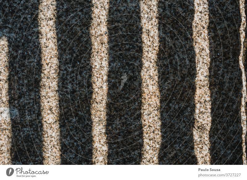 Licht und Schatten Streifen Muster gestreift Lichtstreifen Stein Textfreiraum Tag Linie Textfreiraum oben Sonnenlicht abstrakt Menschenleer Kontrast Farbfoto