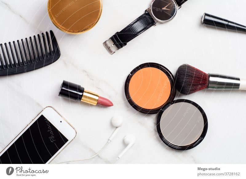 Kosmetika schminken. Make-up Schönheit Bürste Lippenstift Sammlung Kulisse Hintergrund Frau Mode Farbe machen erröten Pulver Schatten hell professionell