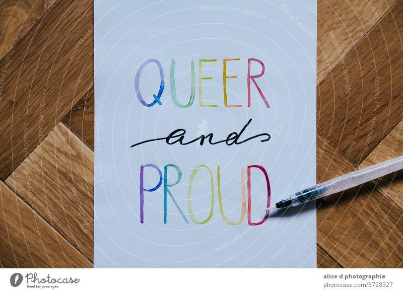 queer und stolz mit Aquarell geschrieben Wasserfarbe Regenbogen Regenbogenflagge lgbt lgbtq lgbtq+ Igbt-Flagge Homosexualität Stolz Vielfalt Symbole & Metaphern