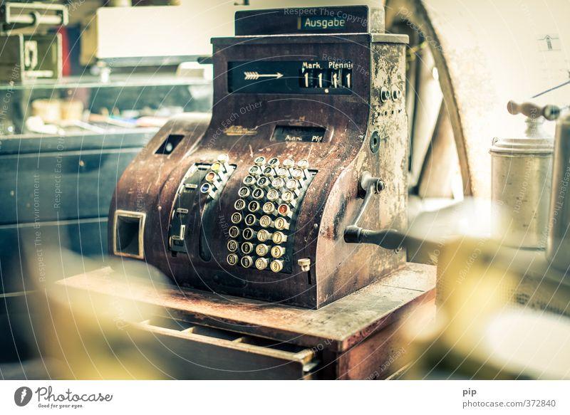 11 Mark und 11 Pfennig Kasse Kurbel Tastatur alt Geld Nostalgie Vergangenheit kaufen bezahlen Ziffern & Zahlen altehrwürdig antik Tante Emma Pfennige Patina