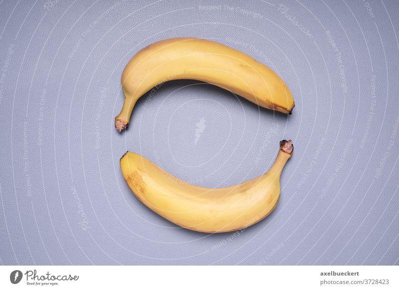 zwei Bananen in Kreisform Form Frucht Lebensmittel Ansicht von oben Draufsicht gelb Gesundheit reif süß niemand Snack Vitamin Ernährung Diät Objekt Vegetarier