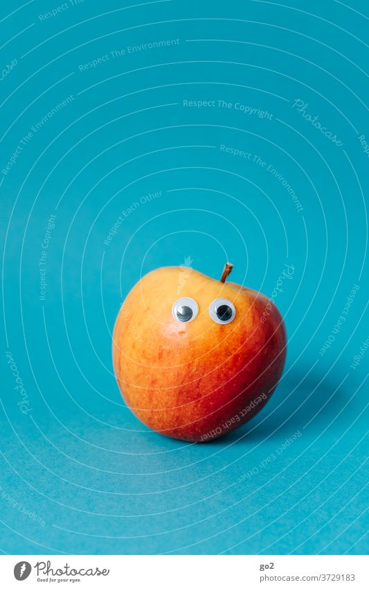 Apfel mit Augen lustig Vitamin Gesundheit Obst Ernährung ernährungsberatung Lebensmittel lecker Vegetarische Ernährung Bioprodukte vitaminreich Foodfotografie