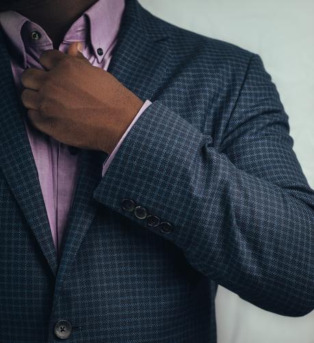 Schwarzer Geschäftsmann BLM Schwarze Leben Materie Schwarze Exzellenz Schwarze Person schwarz Business Erfolg Führer Führung Anzug klug Intellektueller
