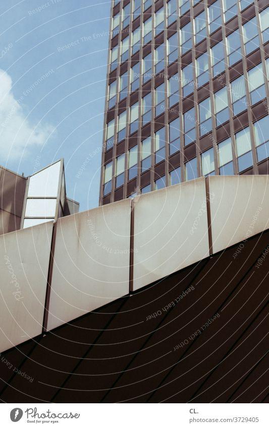hochhaus Hochhaus Fassade Architektur groß Gebäude Stadt Stadtzentrum urban eckig Bürogebäude Himmel Strukturen & Formen Außenaufnahme Menschenleer