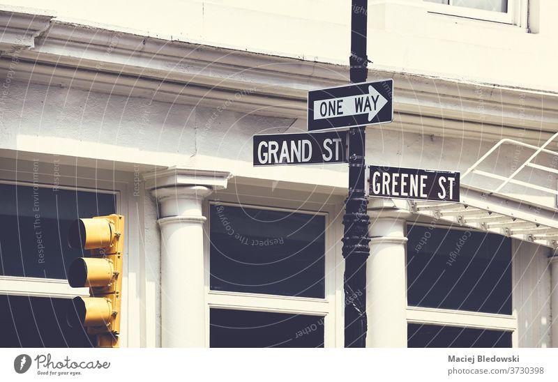 Schilder in der Grand und Greene Street in New York City, USA. Großstadt New York State Straße Zeichen Ampel Manhattan einfache Fahrt Große Straße Greene Straße
