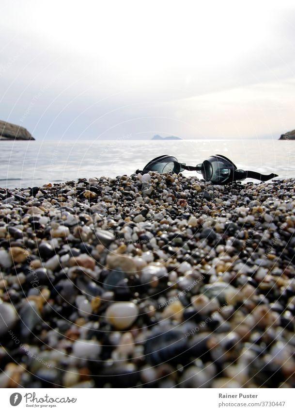 Schwimmbrille am Strand von Matala, Kreta, Griechenland Küste Küstenlinie Crete kreta griechenland Schutzbrille griechische Inseln Landschaft matala