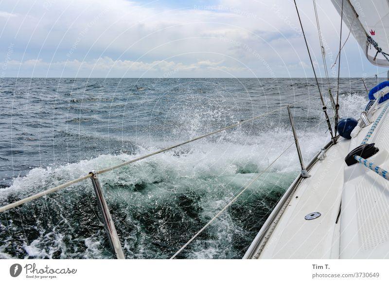 Ahoi Segeln sailing Ostsee Meer Wellen Himmel Wasser Ferien & Urlaub & Reisen Segelboot Sommer Farbfoto Außenaufnahme Freiheit Abenteuer Segelschiff Bootsfahrt