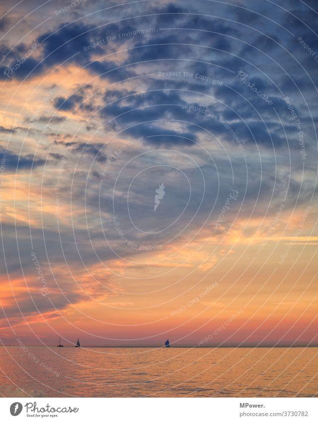 abendstimmung an der see ostsee meer küste segelboot segelschiff Farbenspiel farbenfroh Segelboot Meer Außenaufnahme Schifffahrt Ferien & Urlaub & Reisen Jacht