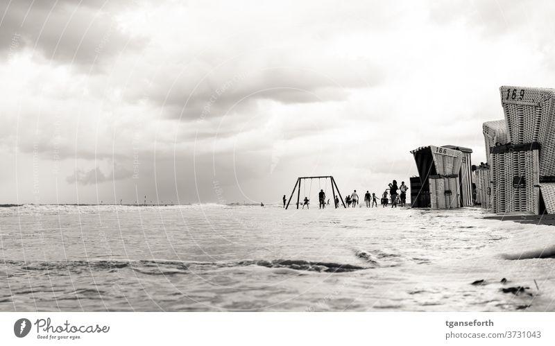 Strandkörbe baltrum Strandkorb Sommer Sommerurlaub Wasser Nordsee Nordseeküste Nordseeinsel Nordseestrand Nordseeurlaub Flut Hochwasser Meer