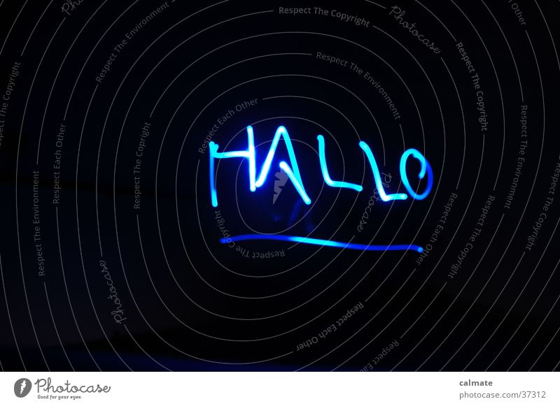 Lichtspiel #2 Hallo dunkel Langzeitbelichtung Schreiben mit Licht blau Schriftzeichen