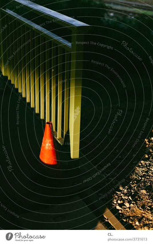 🎄 schöne weihnachten 🎄 Pylon Verkehrsleitkegel Kegel Geländer dunkel rot grün Ordnung Verkehrszeichen Verkehrswege Schilder & Markierungen Wege & Pfade